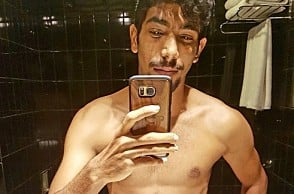 Bumrah posts pic of his toned body, Twitterati reacts