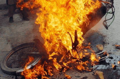 Man sets bike on fire after traffic cops ask for bike papers