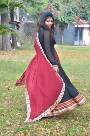 Athulya Ravi (aka) AthulyaRavi